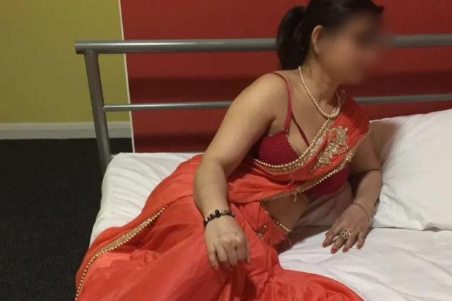 Housewife escorts service by Desi Indian hot Bhabhi in Delhi